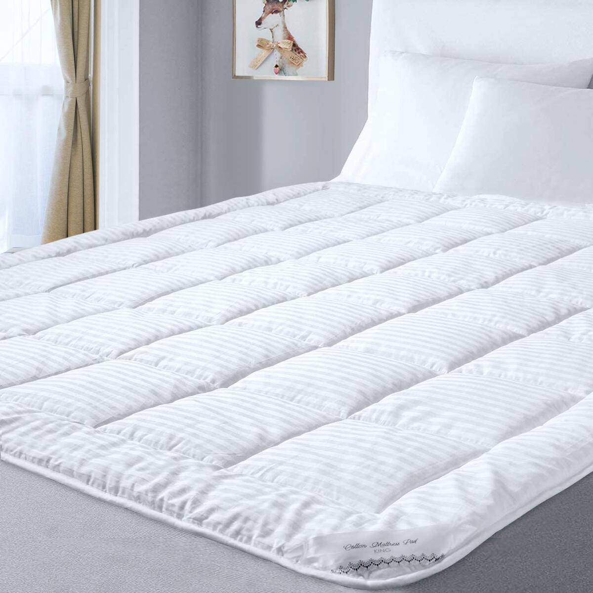Mattress Pad forCKSizeBed with 100% Ventilated Cotton Cover and Down Alternative Microfiber Filling with Secure Anchor Band Design, Adaptsto Mattress Depthsfrom 6-22'', Machine Washable