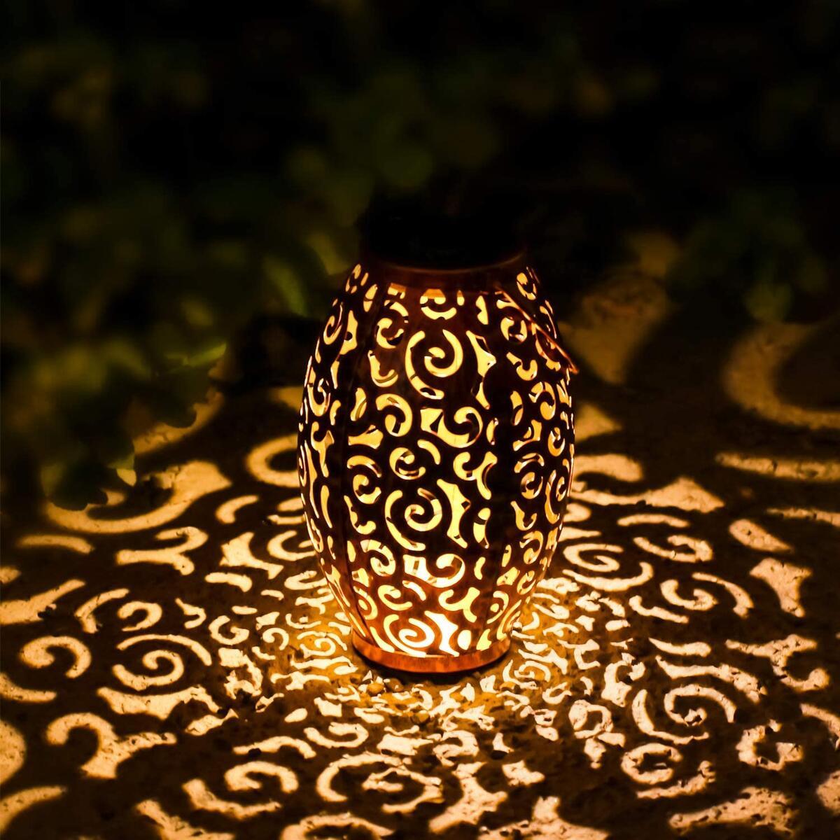 Solar Hanging Lantern Lights Waterproof,Retro Outdoor Solar Lanterns Lamp, Metal LED Solar Outside Lanterns Lamps Outdoor Decorations for Patio,Deck,Poch,Garden,Yard,Backyard