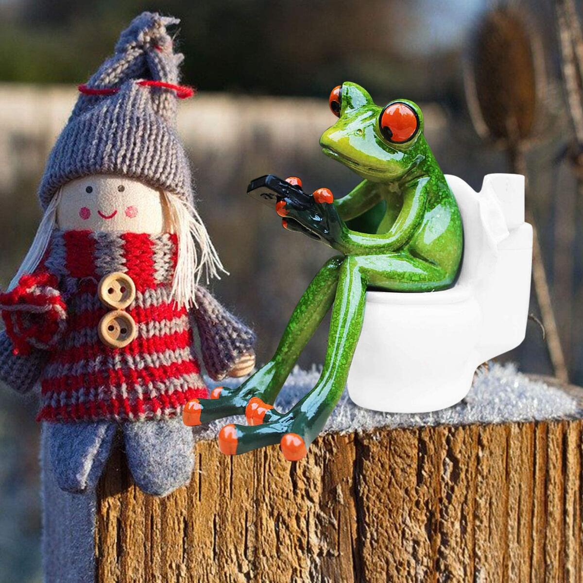 HAPTIME 4.3 inch Adorable Red Eyed Tree Frog Sitting on Toilet and Texting, Funny Decor Figurine for Home Desk Bathroom Decoration (Style A)