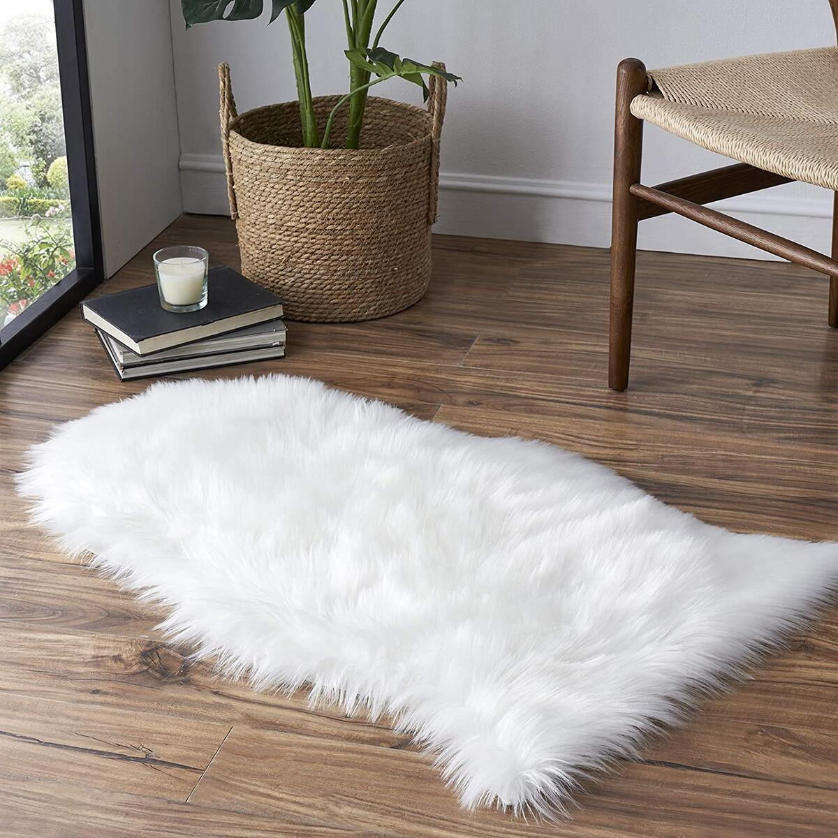 Tangsoo Soft Faux Fur Area Rug White Small Fluffy Rug Furry Chair Cover Seat Pad Fuzzy Carpet for Bedroom Floor Sofa Kids Room 2x3 Feet (White, Sheepskin Shape)