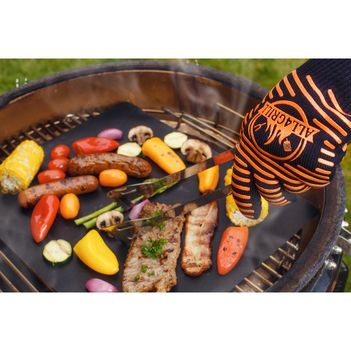BBQ gloves and grill mat
