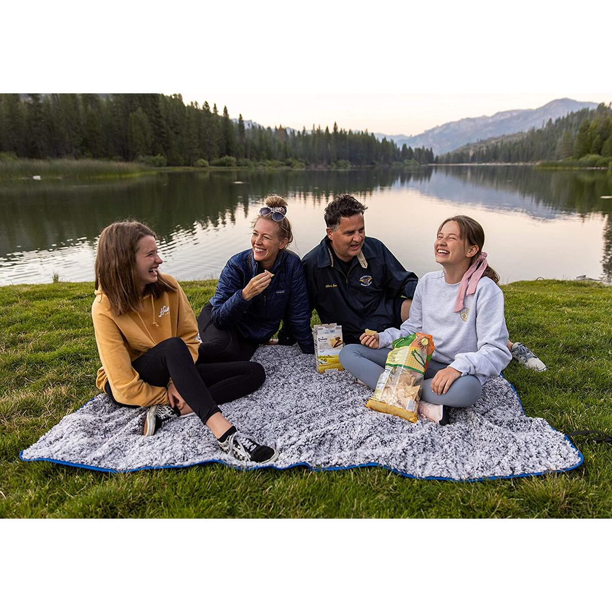Blue Oceas Outdoor Sherpa Fleece Ultra Plush Waterproof Blanket - Great for Camping, Outdoor Festival, Stadium and Picnic Use – Super Soft and Warm Throw Blankets for Winter and Cold Weather…