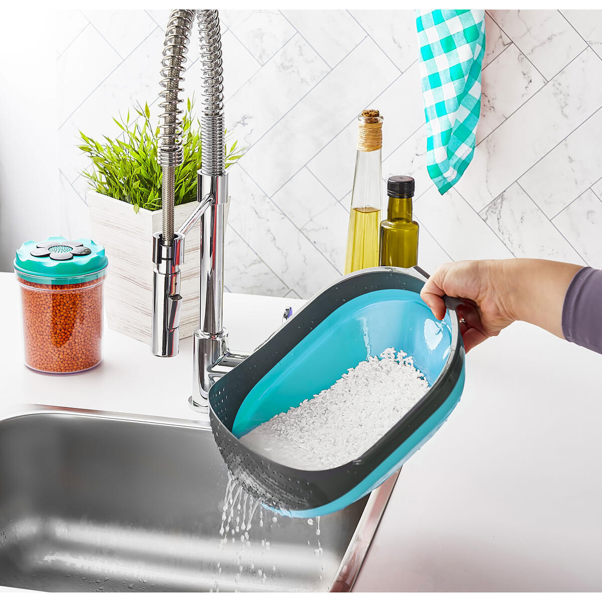 Silicone Collapsible Colanders with Handles-plastic colander fine-3quart kitchen Food Strainers-Rice Noodle Pasta Fruit and Vegetable Cooking strainer-Dishwasher safe Bowl Drainer Basket (Turquoise)