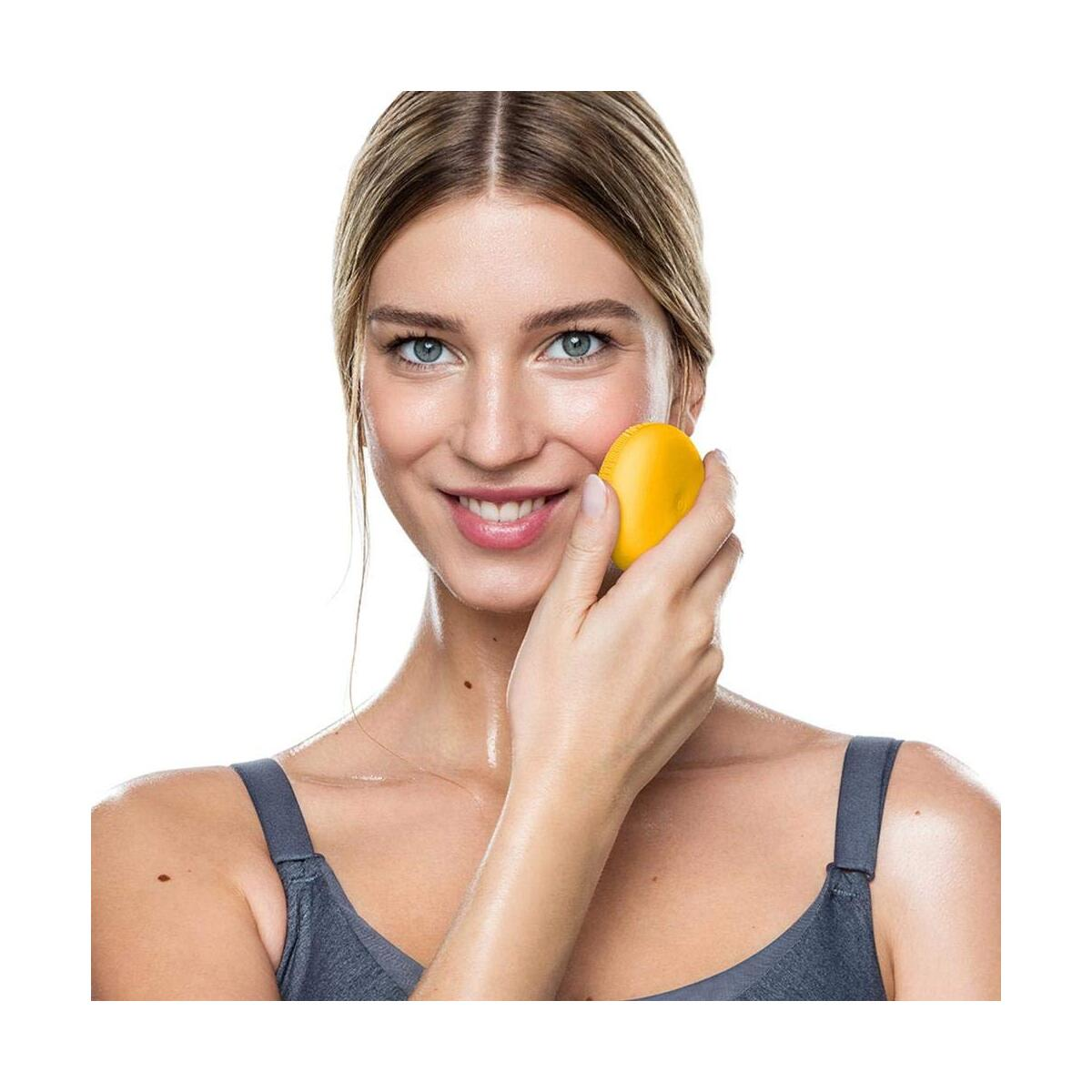 FOREO LUNA play plus Portable Facial Cleansing Brush (Sunflower Yellow)